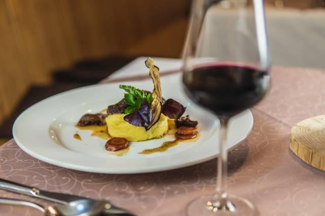 Snoubení 5 chodů Restaurace Koníček s 5 víny z Vinařství Medek